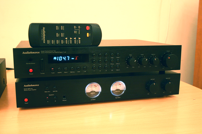 AUDIOSOURCE AMP ONE + PREAMP TUNER TWO